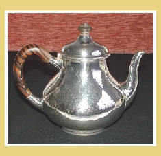 SUPERB DUTCH STERLING SILVER TEAPOT. 1917. HAND - HAMMERED SURFACE.